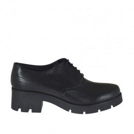 Scarpa stringata da donna modello Oxford in pelle nera con tacco 6 - Misure disponibili: 42, 43