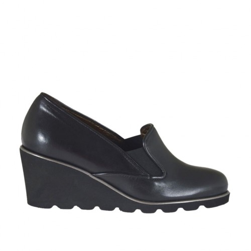 Woman's highfronted shoe with elastic bands in black leather wedge heel 6 - Available sizes:  43