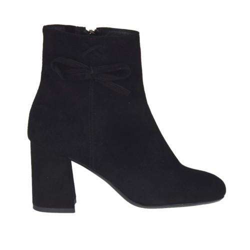 Stivaletto con fiocco, cerniera ed elastico da donna in camoscio nero tacco 7 - Misure disponibili: 43, 45