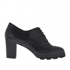 Scarpa stringata da donna modello Oxford in pelle abrasivata nera tacco 6 - Misure disponibili: 42, 44