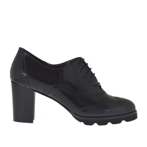 Woman's highfronted laced Oxford shoe in black brush-off leather heel 6 - Available sizes:  42