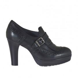 Scarpa da donna con frange e fibbia in pelle nera stile inglese con plateau tacco 8 - Misure disponibili: 32, 33, 34, 42, 43, 44, 45, 46