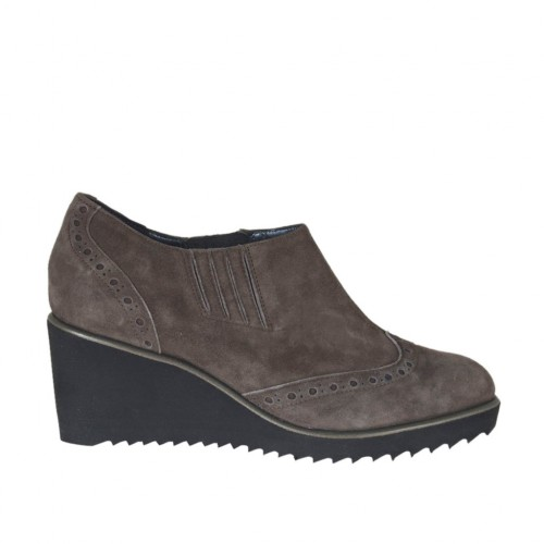 Woman's highfronted shoe with elastic bands in taupe suede wedge 6 - Available sizes:  43
