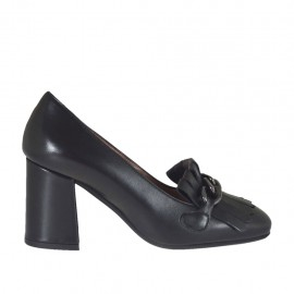 Zapato cerrado para mujer con cadena y flecos en piel negra tacon 6 - Tallas disponibles:  32, 33, 34, 42, 43, 44, 45