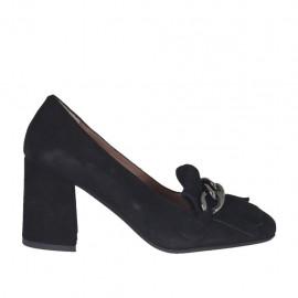 Zapato cerrado para mujer con cadena y flecos en gamuza negra tacon 6 - Tallas disponibles:  32, 33, 42, 44, 45