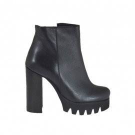 Woman's ankle boot in black leather with zipper heel 10 - Available sizes:  46