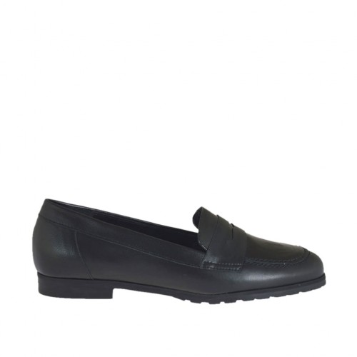 Woman's mocassin in black leather and patent leather heel 1 - Available sizes:  34, 45