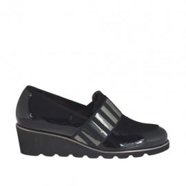 Chaussure pour femmes avec elastique en cuir verni et daim noir talon compensé 4 - Pointures disponibles:  33, 42, 43, 44, 45