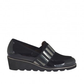 Woman's highfronted shoe with elastic band in black suede and patent leather wedge heel 4 - Available sizes:  42, 44