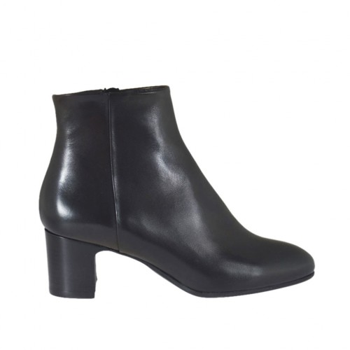 Woman's ankle boot with zipper in black leather heel 5 - Available sizes:  43