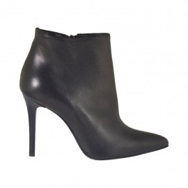 Woman's ankle boot with zipper in black leather heel 9 - Available sizes:  31