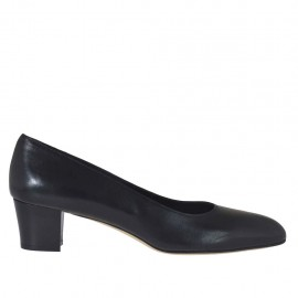 Woman's pump in black leather heel 4 - Available sizes:  33, 43, 45