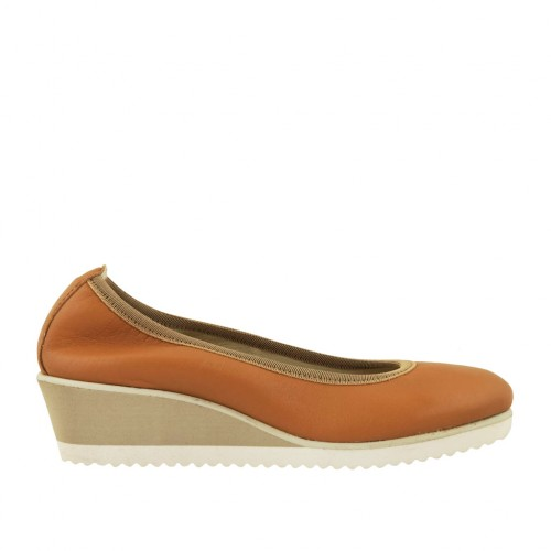 Woman's pump in tan leather wedge heel 4 - Available sizes:  42