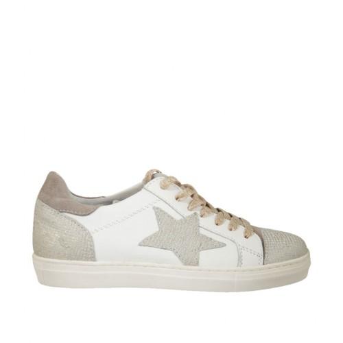 b53e256e57 Zapato con cordones para mujer en piel blanca, imprimida platino y gamuza  gris cuña 2