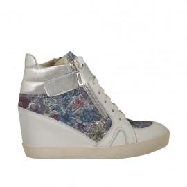 Zapato con velcro, cordones y cremalleras en piel blanca y laminada plateada y gamuza imprimida floreal multicolor cuña 6 - Tallas disponibles:  32, 33, 34, 42, 43, 44, 45, 46