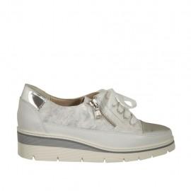 Chaussure pour femmes à lacets avec fermeture éclair en cuir blanc, cuir lamé argent et cuir verni argent talon compensé 3 - Pointures disponibles:  46