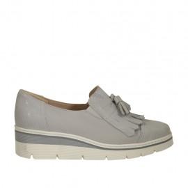 Zapato cerrado para mujer con borlas y flecos en piel y gamuza imprimida brillante gris cuña 3 - Tallas disponibles:  33, 34, 42, 43, 44, 45, 46