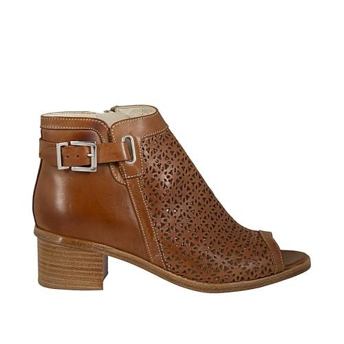 Zapato abierto en punta cerrado hasta el cuello para mujer con cremallera y hebilla en piel perforada color cuero tacon 4 - Tallas disponibles:  33, 42, 43, 44, 46