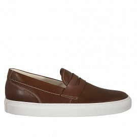 Man's casual mocassin in brown pierced leather - Available sizes:  37, 38, 47, 48, 49, 50, 51, 52