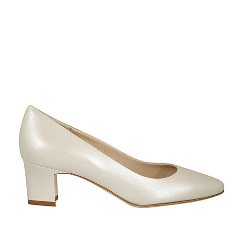 Woman's pump in pearled ivory leather heel 5 - Available sizes:  32, 33