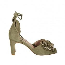 Scarpa aperta da donna con lacci e fiore in camoscio verde kaki e pelle laminata platino tacco 7 - Misure disponibili: 32, 34, 43, 44, 45