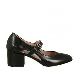 Zapato de salon con cortes laterales para mujer con cinturon en piel negra tacon 5 - Tallas disponibles:  44, 45