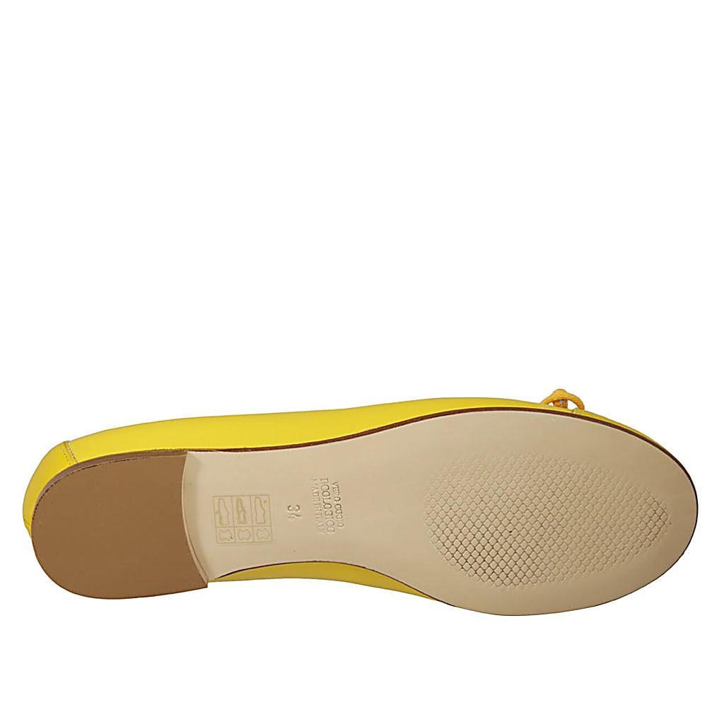 b12172fe ... Zapato bailarina para mujer con moño y puntera en piel amarilla tacon 1  - Tallas disponibles ...