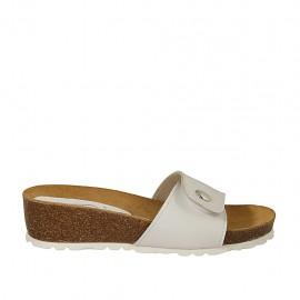 Sabo para mujer en piel blanca con boton y velcro cuña 4 - Tallas disponibles:  32, 33, 34, 42, 43, 44, 45, 46