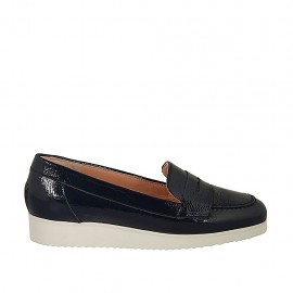 Woman's moccasin in blue patent leather wedge heel 2 - Available sizes:  32, 33