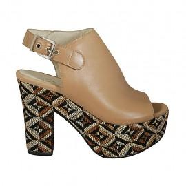 Sandalo accollato con plateau in pelle beige con zeppa rivestita multicolore effetto optical tacco 10 - Misure disponibili: 32, 33, 34, 42, 43, 44, 45, 46