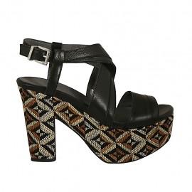 Sandalo con plateau in pelle nera con zeppa rivestita multicolore effetto optical tacco 10 - Misure disponibili: 32, 33, 34, 42, 43, 44, 45, 46