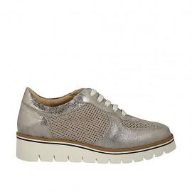 Zapato para mujer con cordones y platinlla extraible en gamuza perforada gris y piel laminada imprimida plateada cuña 3 - Tallas disponibles:  34, 42, 43, 45