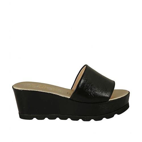 Offene Damenpantoletten aus schwarzem Lackleder mit Keilabsatz 6 - Verfügbare Größen:  43
