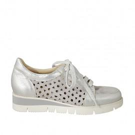 Zapato con cordones para mujer en gamuza, gamuza perforada gris y piel laminada plateada cuña 3 - Tallas disponibles:  32, 34, 43