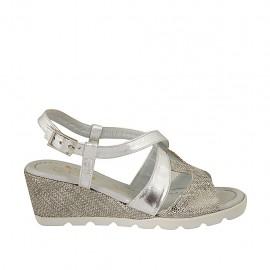 Sandalo da donna con cinturino incrociato in camoscio stampato e pelle laminata argento zeppa 5 - Misure disponibili: 42