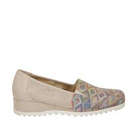 Chaussure fermeé pour femmes avec elastiques en daim perforé beige et cuir imprimé multicouleur talon compensé 3 - Pointures disponibles:  43, 44, 45