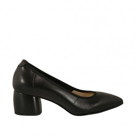 Woman's pump in black leather heel 5 - Available sizes:  32, 33, 34, 44