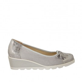 Woman's pump with bow in grey pierced suede and silver printed leather wedge heel 4 - Available sizes:  32, 33, 34, 42, 43, 44, 45