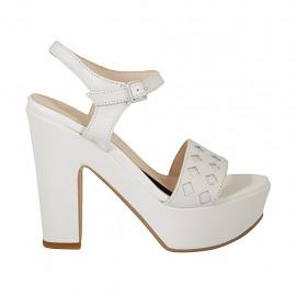 Sandalia para mujer en piel blanca y imprimida plateada con cinturon, plataforma y tacon 11 - Tallas disponibles:  34, 42, 43, 44, 46