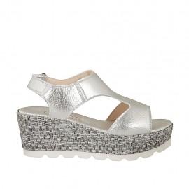 Sandale pour femmes en cuir lamé argent avec fermeture velcro, plateforme et talon compensé 6 - Pointures disponibles:  33, 34, 42, 43, 44, 45, 46