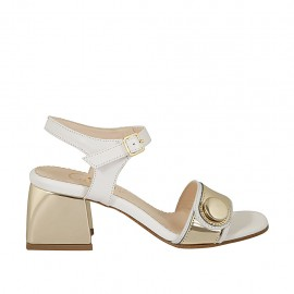 Sandalia para mujer con cinturon y botón en piel de color blanco y charol de color oro tacon 5 - Tallas disponibles:  31, 32, 34, 42, 43, 44, 46