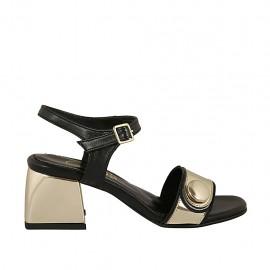 Sandalia para mujer con cinturon y botón en piel de color negro y charol de color oro tacon 5 - Tallas disponibles:  31, 33, 34, 43, 44, 46