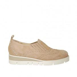 Chaussure fermée pour femmes avec elastiques et strass en daim beige talon compensé 3 - Pointures disponibles:  45