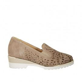 Chaussure pour femmes avec élastiques et semelle interieur amovible en daim et daim perforé taupe talon 4 - Pointures disponibles:  42, 44