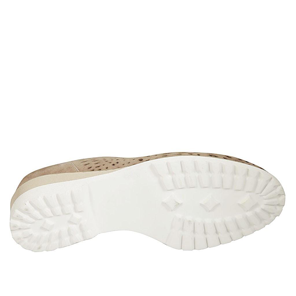 04b9ec1b5583 ... Chaussure pour femmes avec élastiques et semelle interieur amovible en  daim et daim perforé taupe talon ...