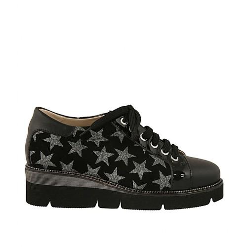 Chaussure pour femmes à lacets en cuir verni et cuir noir et daim imprimé noir et gris talon compensé 4 - Pointures disponibles:  33, 34, 43, 44, 45