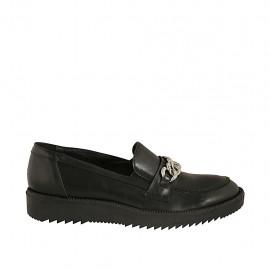 Mokassin für Damen aus schwarzem Leder mit Kette Keilabsatz 3 - Verfügbare Größen:  42, 43, 44, 45
