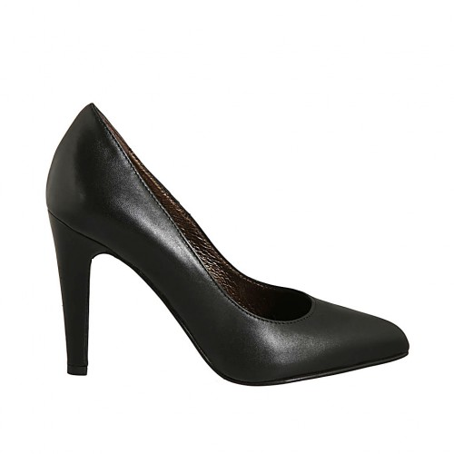 Woman's pointy pump in black leather with heel 9 - Available sizes:  32, 43, 44