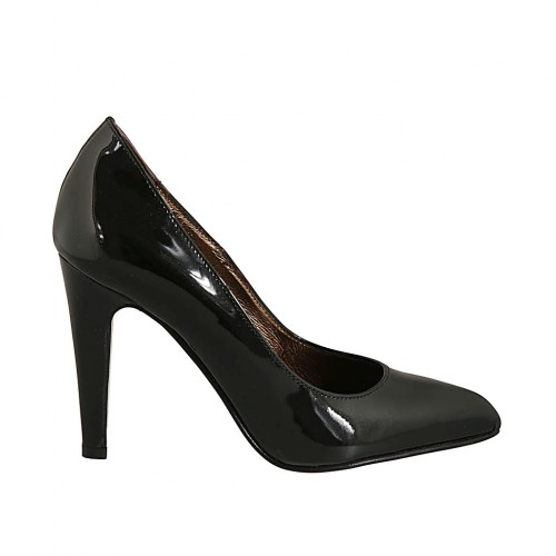 Woman's pointy pump in black patent leather heel 9 - Available sizes:  33, 43, 44