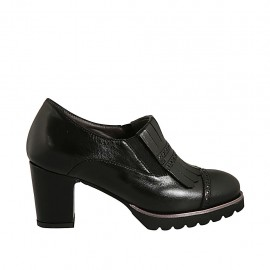 Woman's highfronted shoe with elastics, removable insole and fringes in black leather heel 7 - Available sizes:  32, 42, 43, 44